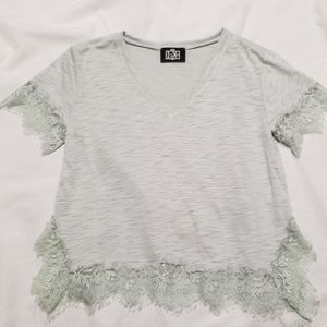 🎁 2 for $15! Luxe lace trimmed tee soft green M